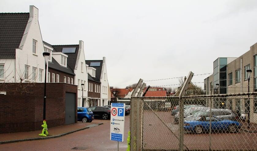 <p>Van het aan de bewoners beloofde Hofje is bepaald geen sprake, van de verplichte sociale woningen al evenmin. |<em>WS</em></p>