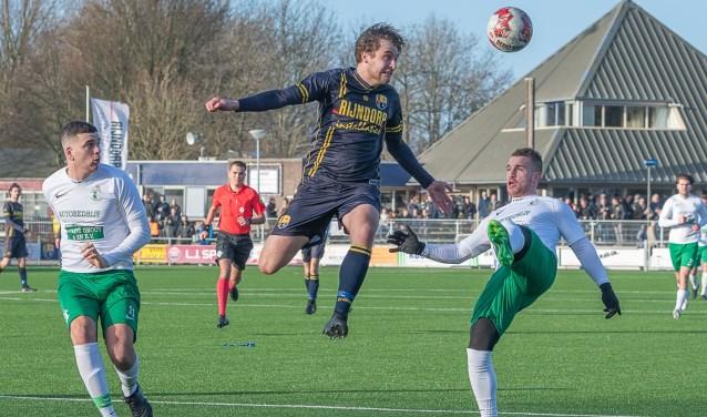 Timo Lichtenbeld stopt een aanval van Lugdunum. | Foto:  Foto: Paul Lichtenbeld, lichtenbeldfoto.nl © uitgeverij Verhagen