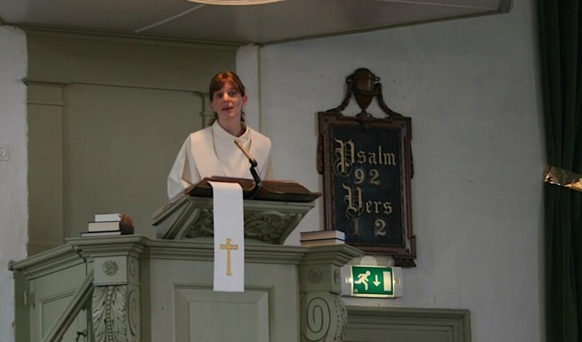 Ds. Rianne de Reus is de nieuwe predikant van de Protestantse Gemeente. | Foto: pr.