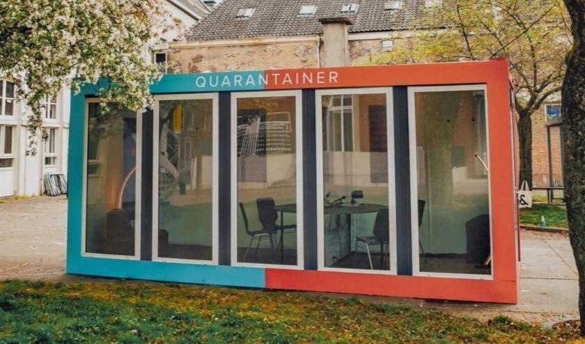 Zo ziet de Quarantainer eruit. Zo'n soortgelijk ontmoetingshuisje werd onlangs ook bij Berkhout geplaatst.