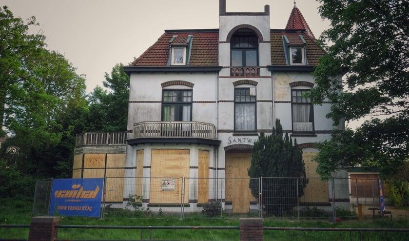 Villa Santwyck biedt inmiddels een troosteloze aanblik. | Foto: Tony Whelan.