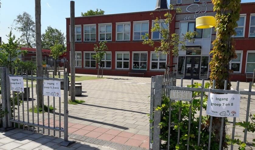 <p>Als de leerlingen van Het Sterrenwerk verhuisd zijn naar de nieuwe locatie aan de Knorrenburgerlaan, dan neemt basisschool Het Bolwerk zijn intrek in de schoollocatie aan de St. Antoniuslaan.&nbsp;</p>