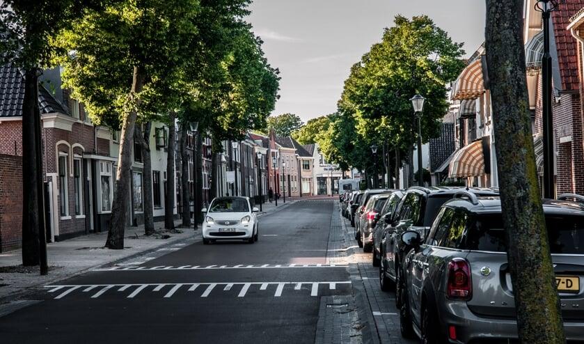 De verkeersdrempel in de Rijnstraat stuit op bezwaren. | Foto: Adrie van Duijvenvoorde