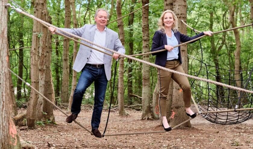 Foto: Lars Flinkerbusch en Quirine Kamphuisen trappen Fase drie van het project Kuuroord af in het klimbos van Nieuw Leeuwenhorst. | Foto: pr