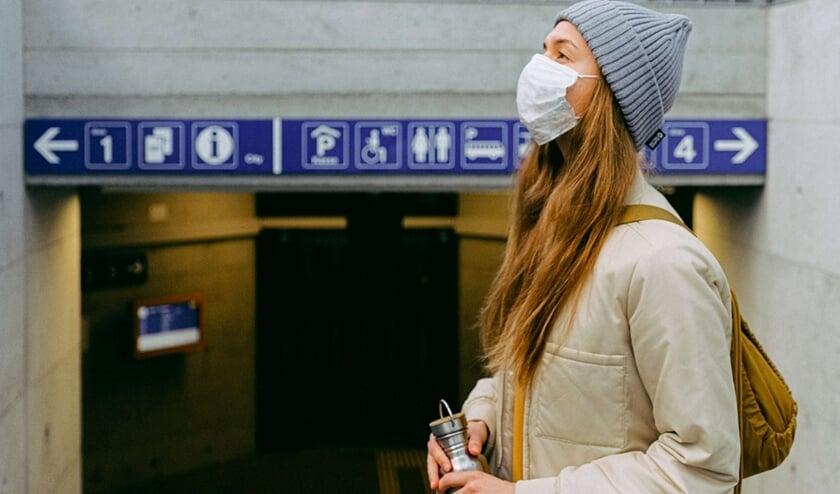 <p>Steeds meer mensen dragen een mondkapje. In het openbaar vervoer zijn de mondmaskers verplicht. | Foto: pr</p>
