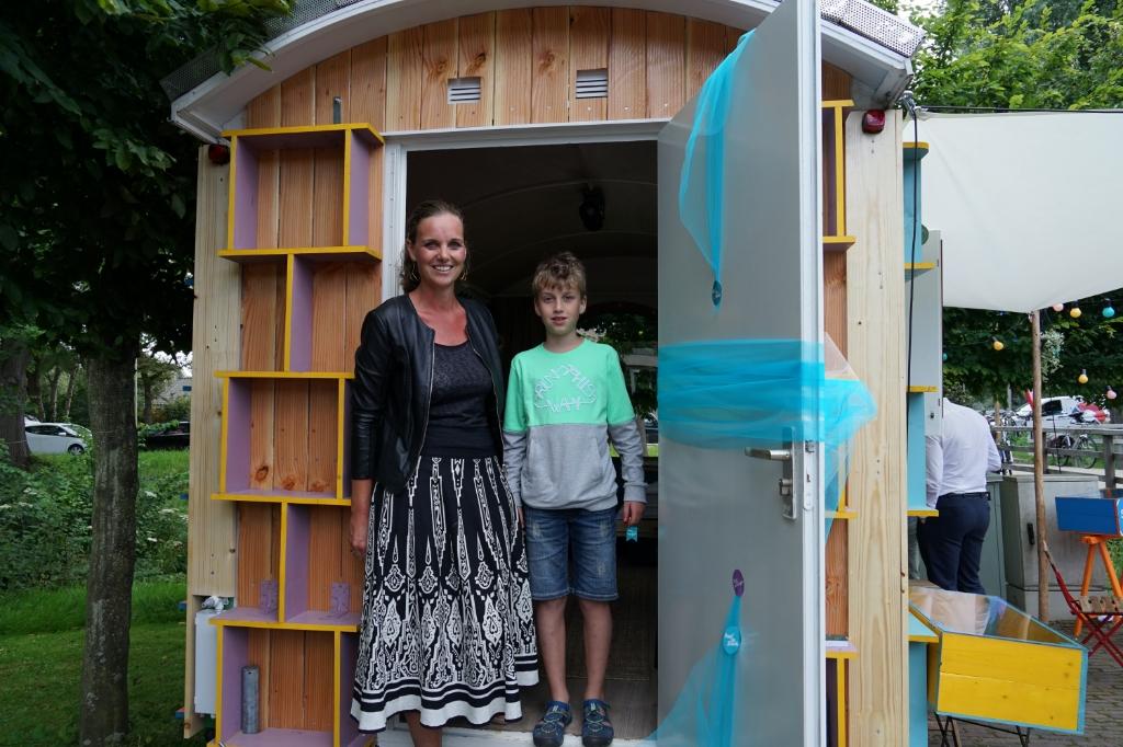 Tamara en Kobe Heerschap zijn de eerste logees in het Streekhuis. | Foto: C. v.d. Laan   Foto: Corrie van der Laan © uitgeverij Verhagen