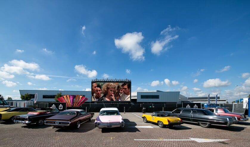 De Amerikaanse oude auto's in de stijl van de film Grease kregen op de eerste avond een ere-plek op de eerste rij.