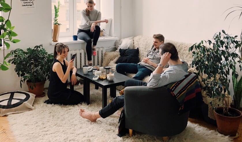 Samen chillen met vrienden, verjaardagsfeestjes... het kan best in deze tijd, maar wel op anderhalve meter afstand van elkaar.