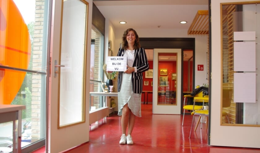 Het nieuwe cursusseizoen van de Volksuniversiteit gaat weer beginnen. Roxanne Heemskerk heet alle cursisten van harte welkom. |