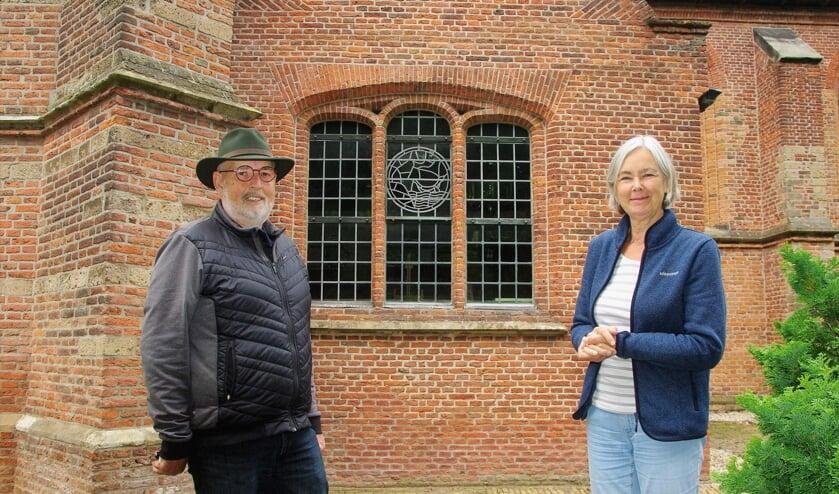Aad den Heijer en Marianne Smit: 'Ons Groene Kerkje ziet er weer fris uit, en iedereen is er welkom!' |