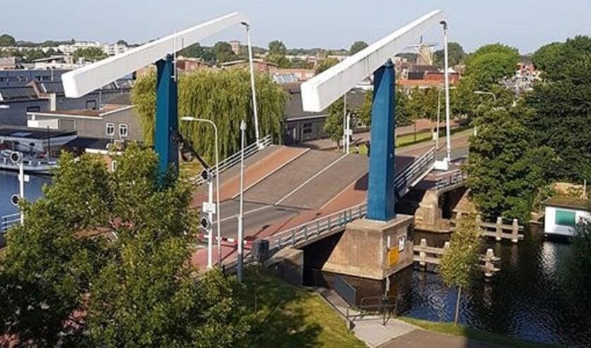 Afgelopen maandagochtend kon de Sandtlaanbrug vanwege de hitte even niet meer dicht.   Foto: B. de Mooij