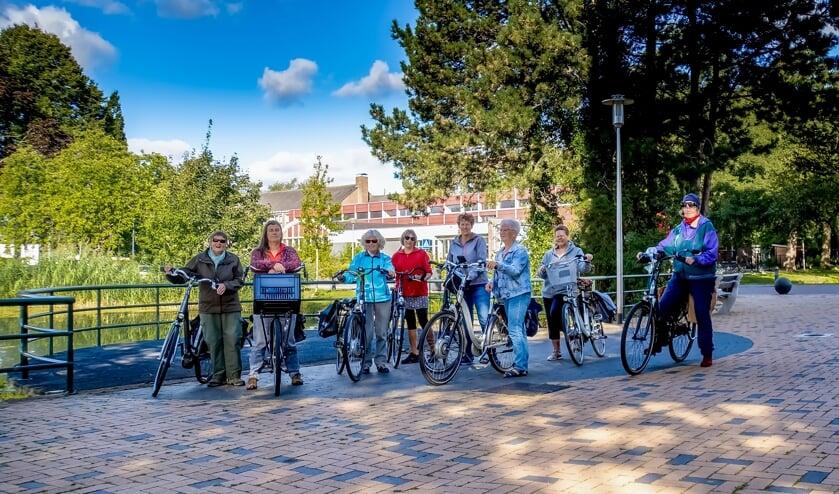 De gloednieuwe Fietsgroep Leiderdorp klaar voor de start.