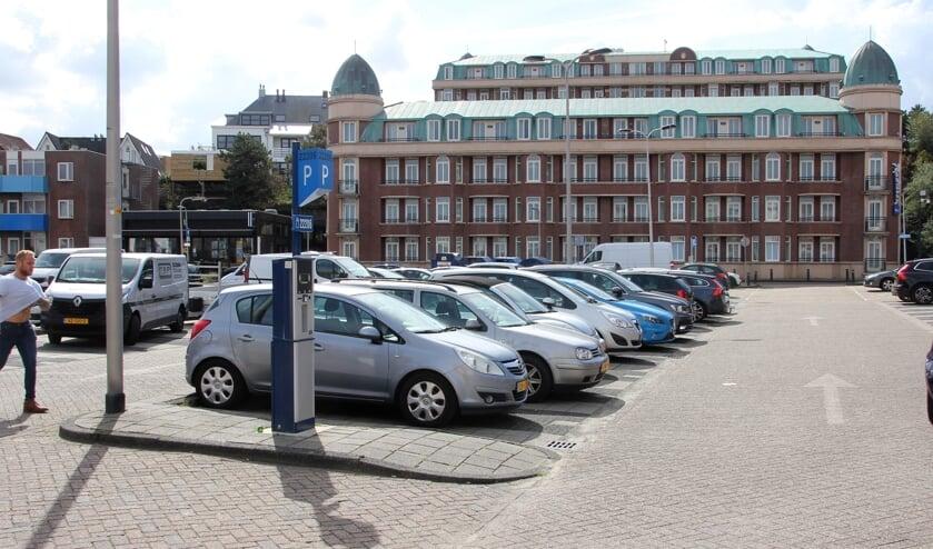 De compensatie van parkeerplekken op het parkeerterrein van Marten Kruytstraat  blijkt in de nieuwe plannen onvoldoende. | Foto: WS