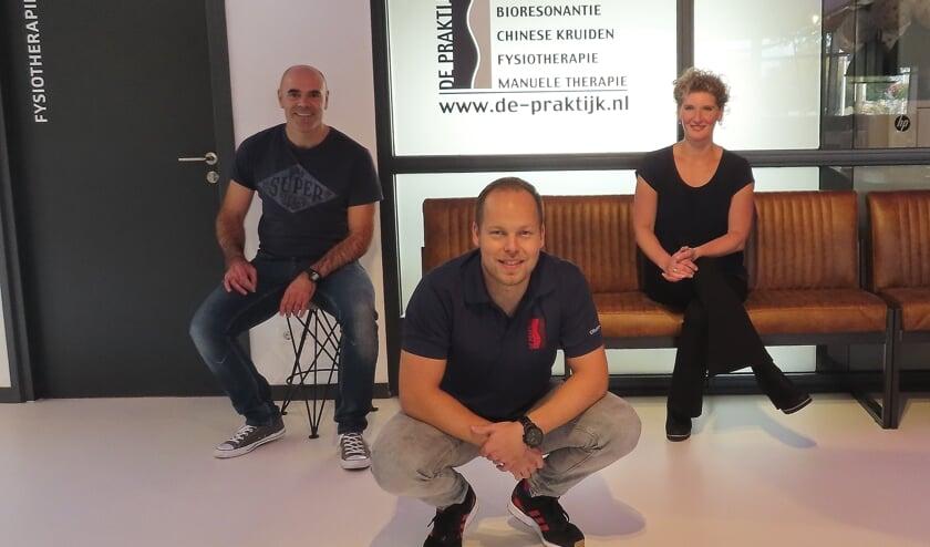 Therapeuten Wilco den Hollander, Matthijs Guijt en Christine Kraus gaan met veel enthousiasme aan de slag in Voorhout. | Foto: pr.