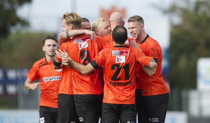 V.v. Katwijk had alweer een reden voor een feestje. | Foto: OrangePictures