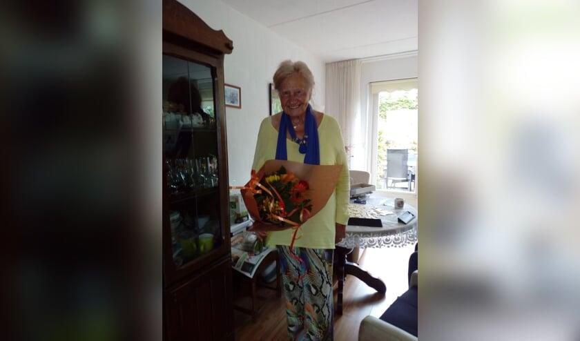Mevrouw van de Plas ontving één van de boeketten.   Foto: pr.