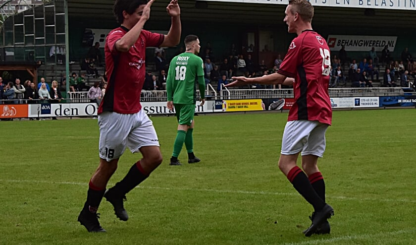 Roy van Leeuwen en Julian Dobbe: de mannen van de 1-3. | Foto: Piet van Kampen