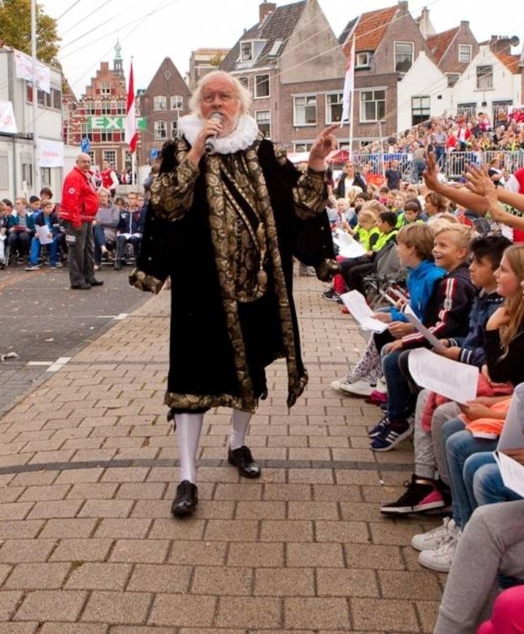 Burgemeester van der Werf in pre-coronatijd.