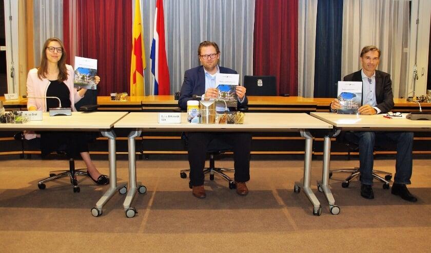 Opnieuw presenteren PrO, CDA en VVD een akkoord. Een Nader Coalitieakkoord dit keer. |