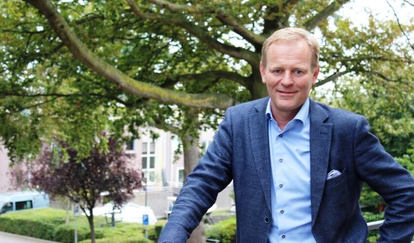 De vertrekkende wethouder vond het 'een eer en genoegen' om te mogen bijdragen aan het steeds mooier worden van Hillegom. | Foto: Jos Draijer