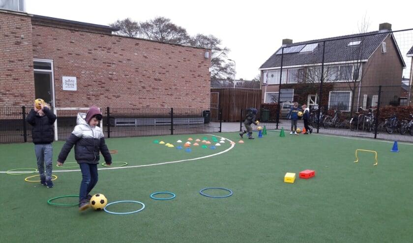 <p>Lekker buiten sporten om even het hoofd leeg te maken tijdens de digitale schooldag.   Foto: MV</p>