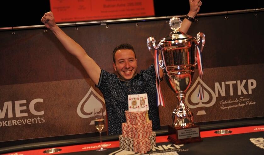 <p>De winnaar van het ONK Pokeren 2019, Martin van Meel. Wordt Norbert Essink zijn opvolger?</p>