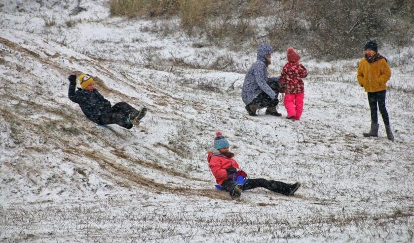 <p>Met een dun laagje sneeuw lukte het toch om naar beneden te slee&euml;n.</p>