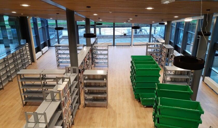 De eerste kratten boeken zijn alweer op hun plek gezet in De Sterrentuin.