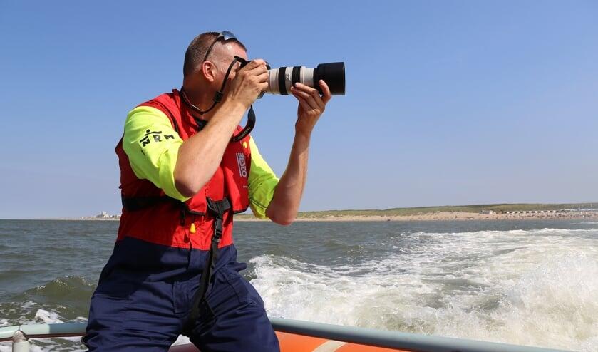 Arie van Dijk, bemanningslid én fotograaf. | Foto: KNRM Katwijk