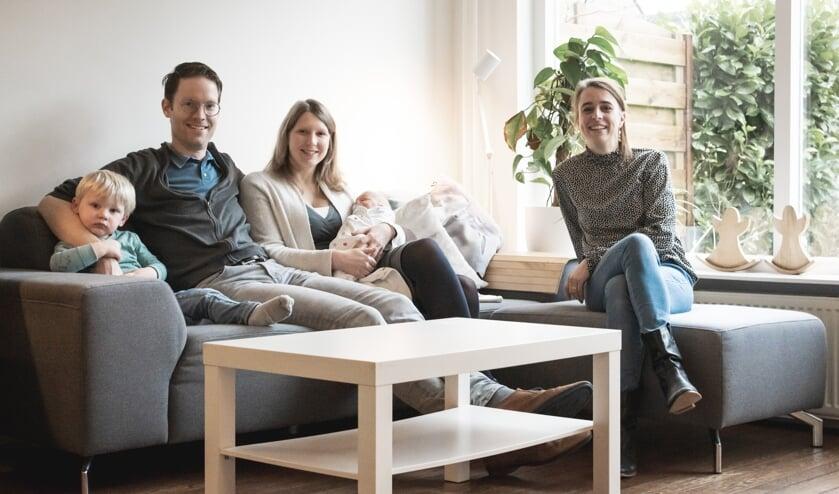 <p>Willem, Frank, Judith en Onno samen met verloskundige Eline. |&nbsp;</p><p><br></p>
