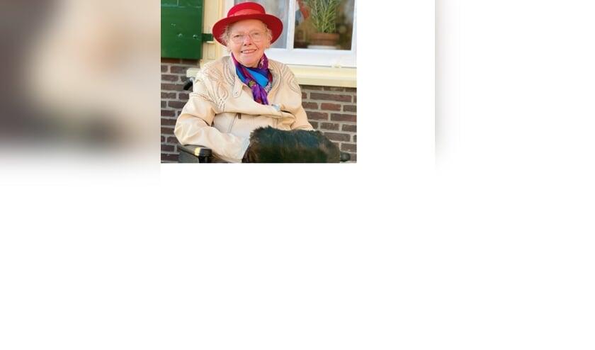 <p>&#39;Neem elke dag zoals-ie komt en blijf positief&#39; is het devies van de hoogbejaarde dame. | Foto en tekst: Caroline Spaans.&nbsp;</p>