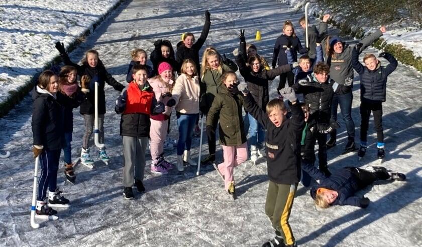 <p>Groep 8a van De Leeuwerik op het ijs.</p>