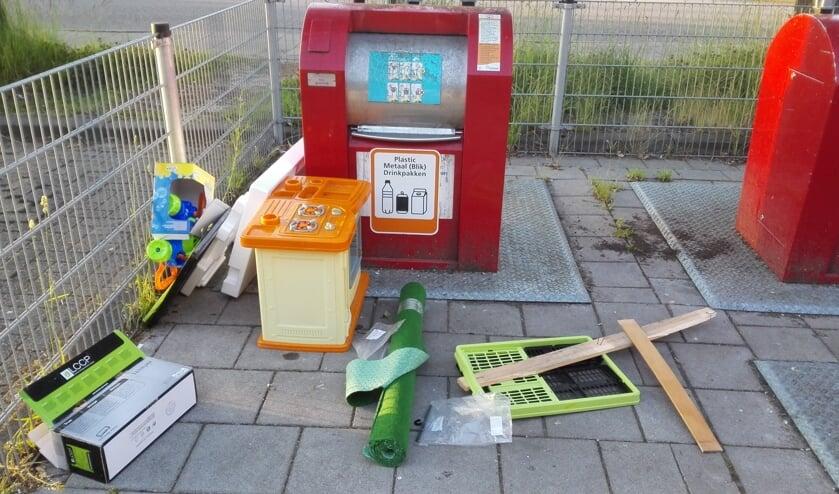 Bij de milieuparkjes komen volmelders, maar of dat helpt tegen afval dat er duidelijk niet hoort, is de vraag.   Foto: RD
