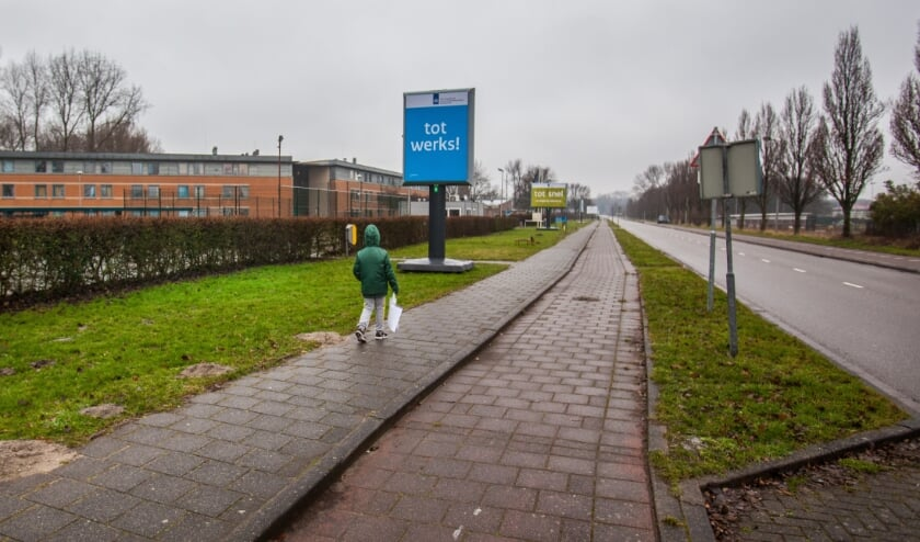 <p>Voor het huidige azc moet op termijn nieuwbouw komen. | Foto: Adrie van Duijvenvoorde</p>