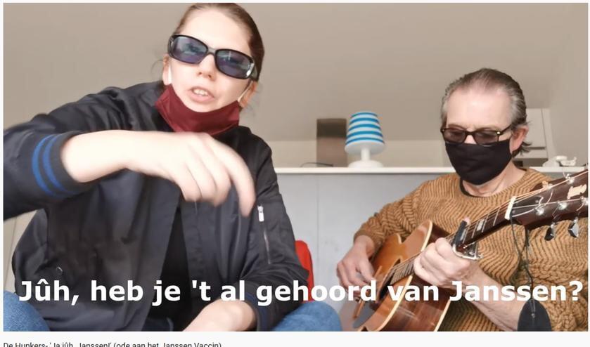 <p>De Hunkers op YouTube met &#39;Ja j&ucirc;h, Janssen&#39;.&nbsp;&nbsp;</p>