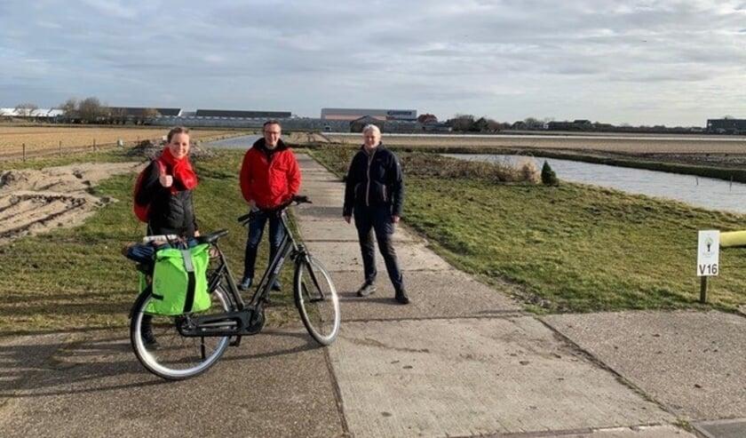 <p>Marieke van Duijn, Paul Witteman (PvdA Teylingen) en Ingrid Verdegaal (Elsgeesterhof). | Foto: pr.</p>