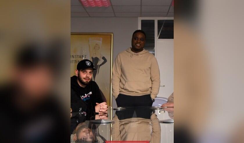 Nick (links) en Guido verzorgen de rapworkshop.