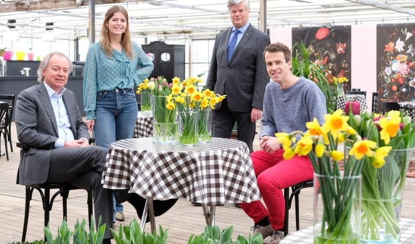 <p>Romy Ruigrok met Kees van der Zwet, Lars Flinkerbusch en Andries Middag.&nbsp;</p>