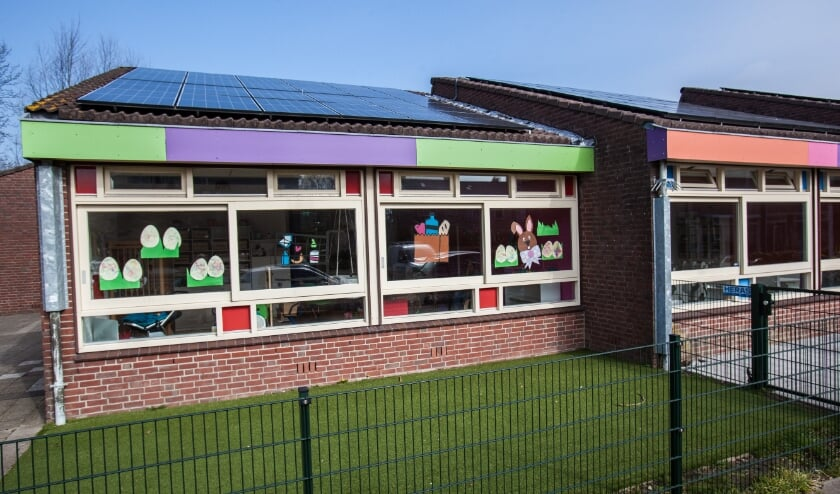 De Voedselbank in Rijnsburg heeft sinds kort 120 zonnepanelen. | Foto: Adrie van Duijvenvoorde