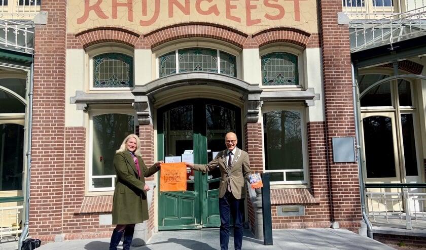 <p>Een rugzakje en een programmaboekje voor burgemeester Jaensch.</p>