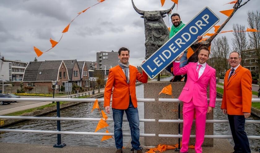 <p>V.l.n.r. Didos van Dam, Rudo Slappendel, Jan Suijkerbuijk en Hans Kruidenberg gaan ervoor zorgen dat Koningsdag 2021 in Leiderdorp ondanks corona toch een feest wordt.</p>