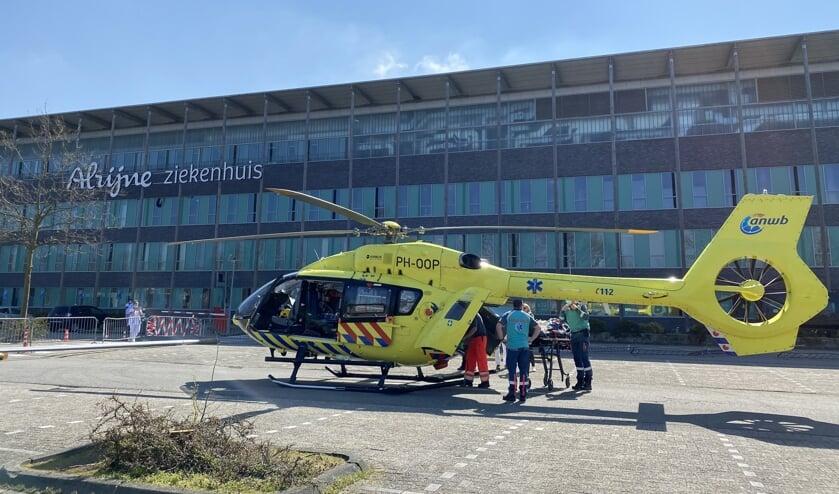 De Lifeliner 5 op het parkeerterrein bij Alrijne Ziekenhuis Leiderdorp.