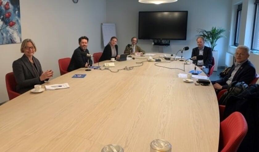 <p>V.l.n.r. Hester Bijl, Joeri van den Steenhoven, Beatrice Boots, P.G. Kroeger, Jaap Jansen en Bart van Zijl Langhout.</p>