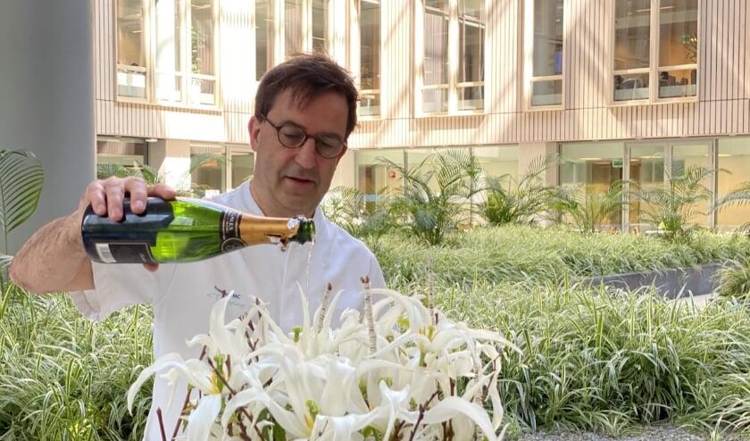 <p>In het Erasmus MC doopte Diederik Gommers de tulp Healthcare.   Foto: pr</p>