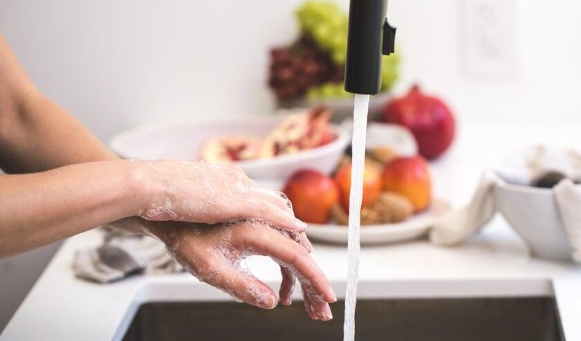 Handen wassen geldt nog steeds als een van de basisregels in de strijd tegen het coronavirus.