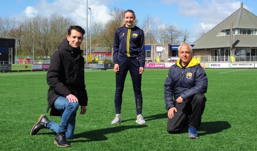 <p>Floortje Bol met haar FCO-trainers Kubilay Isik en Bram Veldman. | Foto Willemien Timmers</p>