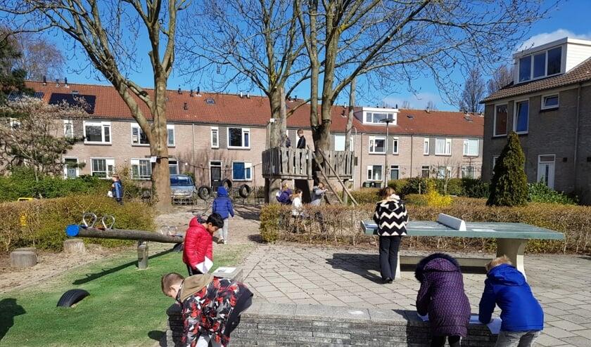 <p>De leerlingen van de Regenboog krijgen buiten les en doen allerlei activiteiten.</p>