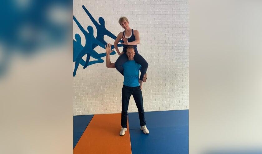 <p>Roger en Marion van Houdt hopen dat heel veel Leiderdorpers meedoen aan hun jubileum workout. | Foto: PR</p>