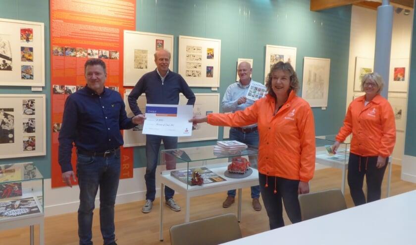 <p>De grondleggers van het Noordwijkse stripmuseum zijn erg ingenomen met de cheque van de Rabobank.</p>
