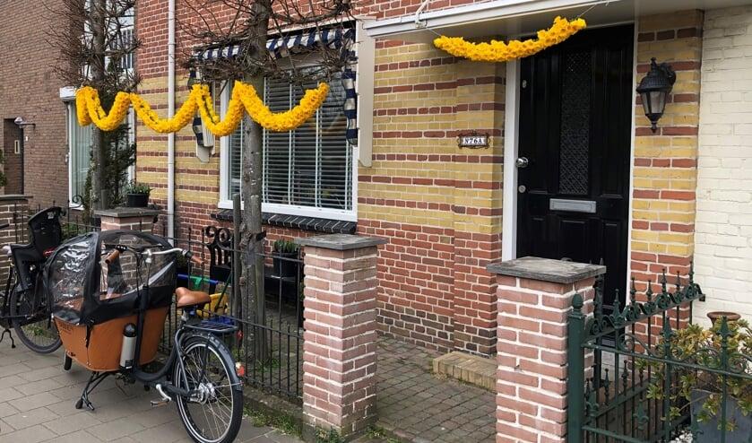 <p>De geelgekleurde bloemenslingers hangen er mooi bij. | Foto: met dank aan Dick van Egmond.</p>